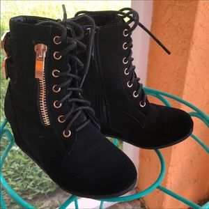 Other - Toddler black Wedge heel boots with gold buckles